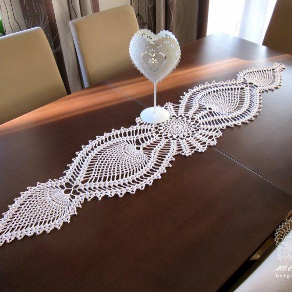 Ananászmintás asztalfutó